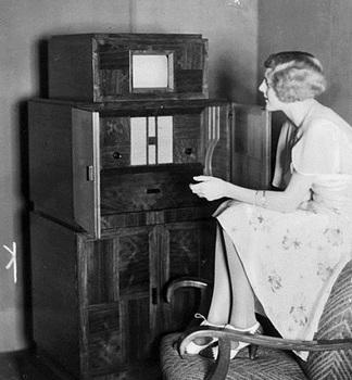 1933  Kombinierter Fernseh- und Rundfunkempfänger der Firma Telefunken.jpg