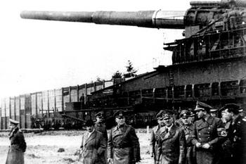 80 cm Kanone schwerer Gustav_Dora.jpg