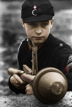 A Hitler youth soldier with a Panzerfaust.jpg