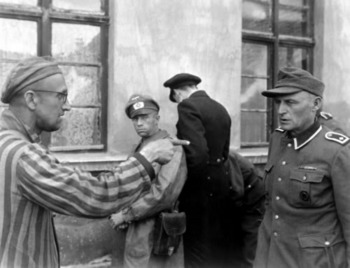 A concentration camp victim identifies an SS guard in June 1945.jpg