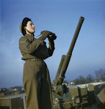 ATS AT AN ANTI-AIRCRAFT GUN SITE IN BRITAIN, DECEMBER 1942.jpg