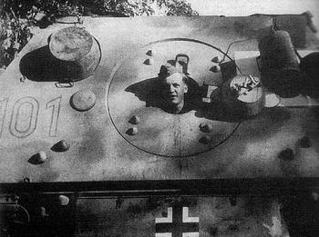 A_head_in_the_Elefant_panzer.jpg