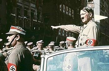 Adolf-Hitler-SA-Parade-in-Nurnberg-Reichsparteitag-1938.jpg