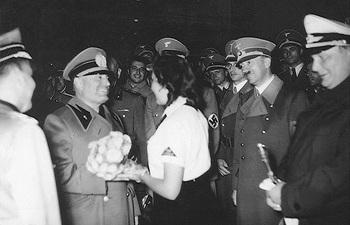 Adolf Hitler & Hermann Göring received Benito Mussolini at Berlin airport.jpg