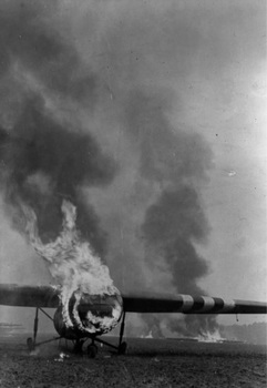 Airspeed AS-51 Horsa afire.jpg