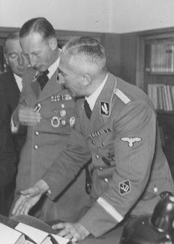 Arthur Nebe_Heydrich.JPG