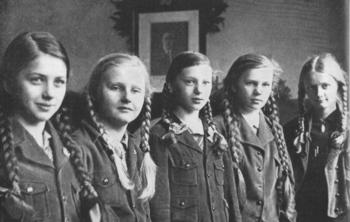 BDM girls in Kletterjackel.jpg
