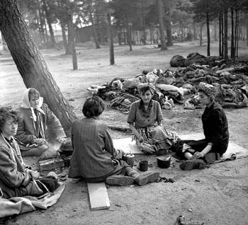 Bergen-Belsen 1945.jpg