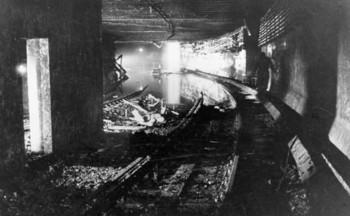 Berlin,_gesprengter_S-Bahn-Tunnel.jpg