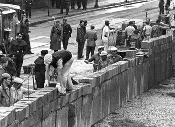 Berliner Mauer 1961.jpg
