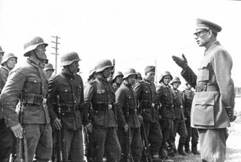 Генерал Власов и бойцы РОА.jpg