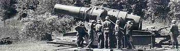 Eine 42cm Haubitze von Skoda welche im Sektor Haguenau benutzt wurde um die Maginot-Linie zu bombard.jpg