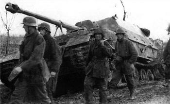 Elefant from 1. Kompanie, 653. schwere Heeres Panzerjäger Abteilung. Fallschirm-Panzer-Division 1. Hermann Göring. Anzio.jpg