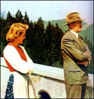 Eva Braun _ Hitler.jpg