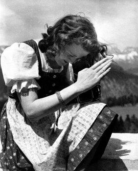 Eva Braun in 1937.jpg