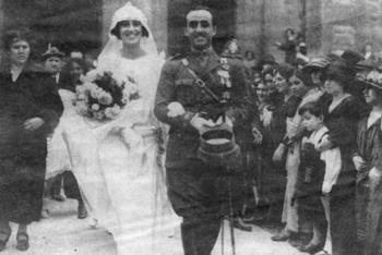 Francisco Franco_carmen polo_1923.jpg
