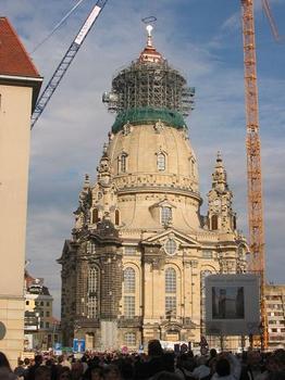 Frauenkirche_Dresden_Juni_2004.jpg