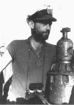 Fritz Schneewind di atas U-183.jpg
