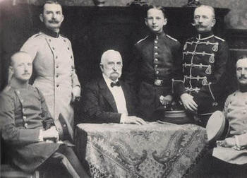General Eduard von Lewinski, photographed in 1904, with his five living sons including, at his left shoulder, 14 year old cadet Erich von Manstein.jpeg