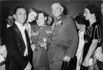 Goebbels, Göring, v. Blomberg.jpg