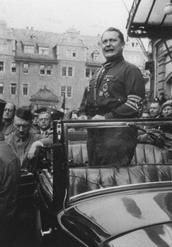 Goering delivers a speech ibn Weimar.jpg