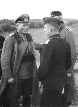 Guderian in discussion with a young armored troop Leutnant, summer 1941.jpg