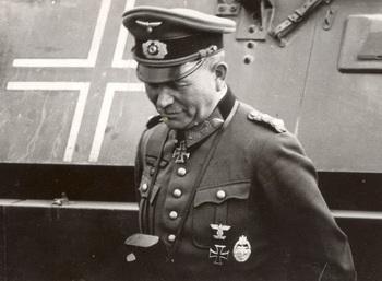 Guderian_wearing_Panzerkampfabzeichen.jpg
