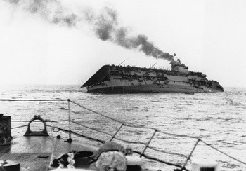 HMS Courageous sinking after being torpedoed by U-29.jpg
