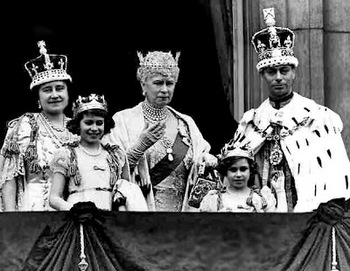 H_M_George_VI_-_Queen_Elizabeth_-_Princess_Elizabeth_-_Princess_Margret_-_Buckingham_Palace_-_Coronation_-_England_-_Peter_Crawford_.jpg