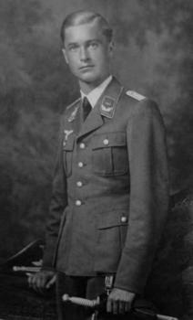 Heinrich Prinz zu Sayn-Wittgenstein, at the age of 22.jpg
