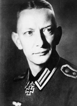 Heinz Reinefarth, head-and-shoulders portrait.jpg