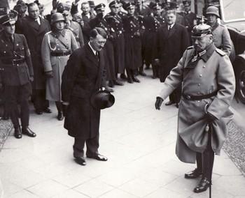 Hindenburg hitler 1933.jpg