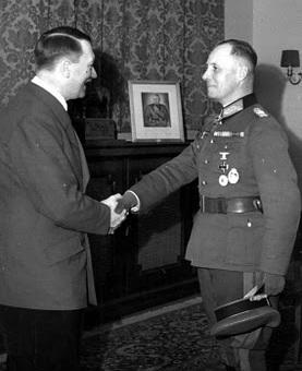 Hitler &  Erwin Rommel in Eichenlaub ceremony.jpg