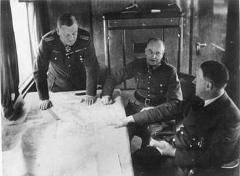 Hitler, von Brauchitsch, Keitel bei Besprechung.jpg