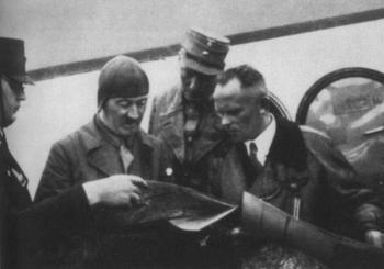 Hitler,Brueckner&Hans Baur.jpg