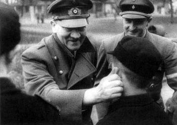Hitler_Artur Axmann.jpg