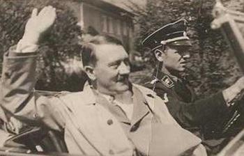 Hitler_in_car_Erich Kempka.jpg