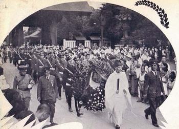 Hitlerjugend visit to Yasukuni Shrine State Shintō wreath procession kannushi 1938.jpg