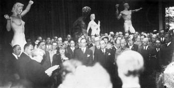 Inauguration à l'orangerie de l'exposition Arno Breker en mai 1942.jpg