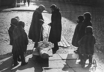 Leningrad blockade, 1942.jpg