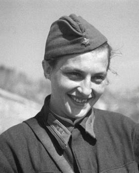 Lyudmila Pavlichenko1941.jpg