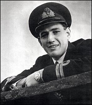Martin Jewell, Capitán del submarino HMS Seraph.jpg