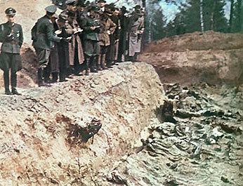 Massaker von Katyn 1943.jpg
