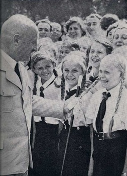 Nazi leaders liked to be photographed with children, as Streicher.jpg