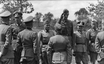 Offiziere der Division Großdeutschland, ganz links von hinten General Walter Hoernlein, vorn Generaloberst Hermann Hoth.jpg