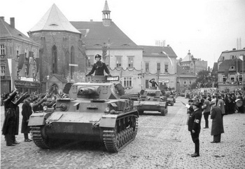 Panzer IV Ausf. A tanks parading in Sudetenland, Germany, Oct 1938.jpg