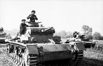 Panzer_III_mit_Panzersoldaten.jpg