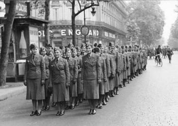Paris,_Wehrmachtshelferinnen.jpg