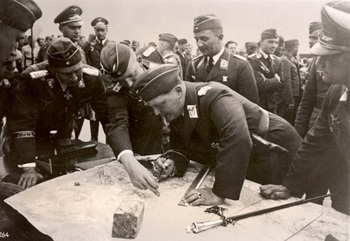 Poland, September 1939, Goering with airforce officers at the front..jpg
