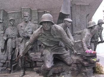 Pomnik Bohaterów Powstania Warszawskiego.jpg